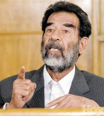 Sadam Hussein en el tribunal que conocia su juicio