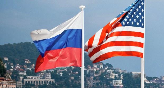 Banderas de Rusia y Estados Unidos